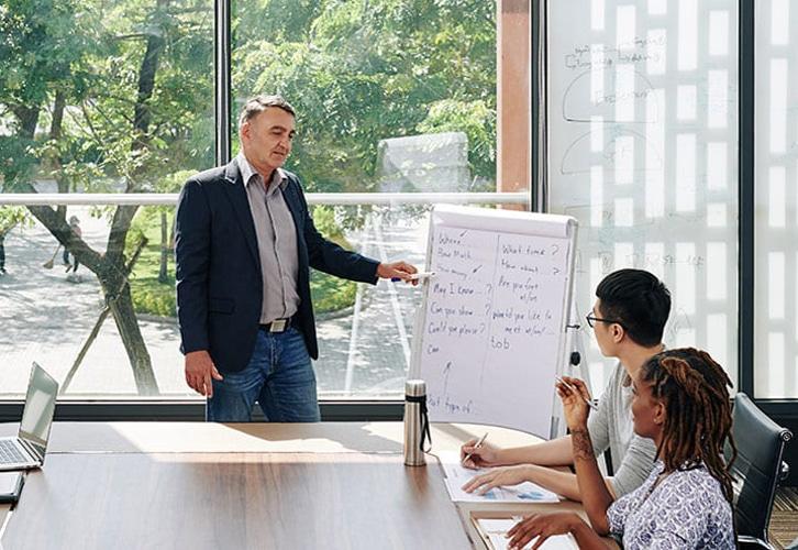 entrepreneur talking to employee 2